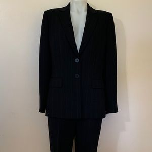 Tahari Ladies 2 piece Pant Suit Black Sz 10